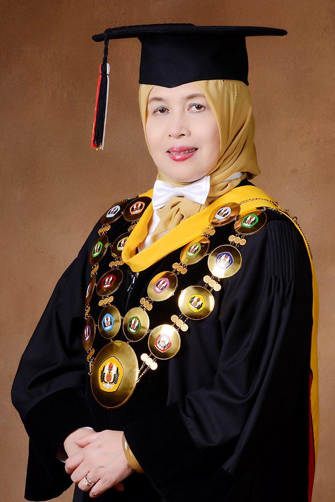 Rektor Rina Indiastuti